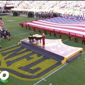 Lady Gaga chante l'hymne national US au Super Bowl 2016