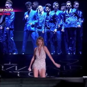 Taylor Swift mieux payée qu'un footballeur, son salaire dévoilé ! (vidéo)