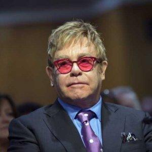 Elton John: en 2016, il a échappé à un attentat (Vidéo)