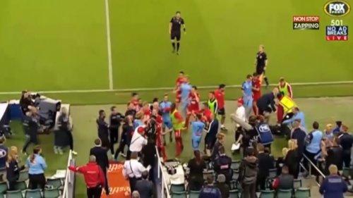 Football : Un joueur australien s'en prend violemment à un ramasseur de balles (vidéo)