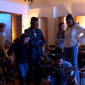 "Corneille de retour en chanson avec ""Smooth Operator"" (exclu vidéo)"